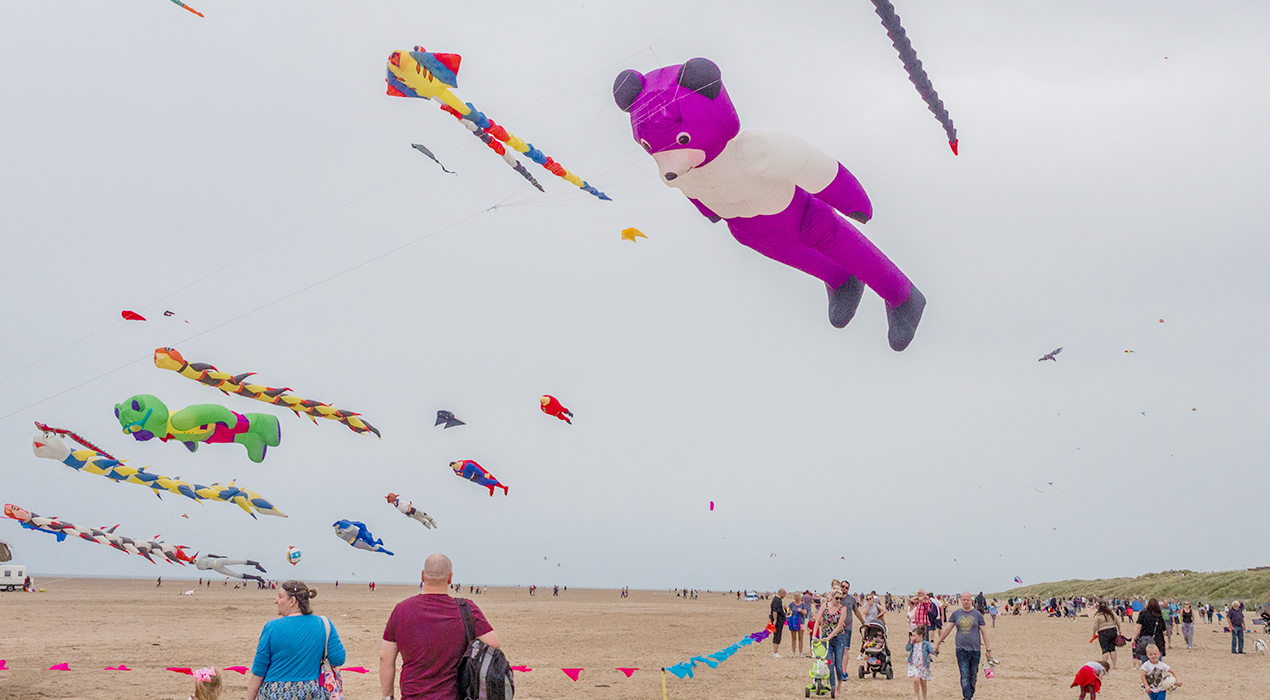 St Annes, Fylde Coast, Lancashire, UK. September 2nd 2018. Spectators and visitors enjoying the St Annes International Kite Festival, St Annes, Fylde Coast, Lancashire, Uk - Image Sue Burton Photography